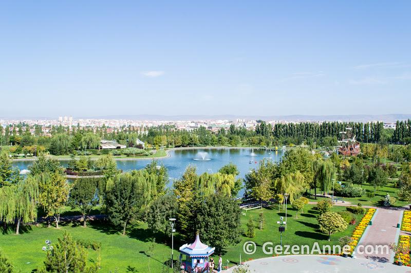 Sazova parkı Eskişehir'de merkez dışında çok geniş bir alana kurulu
