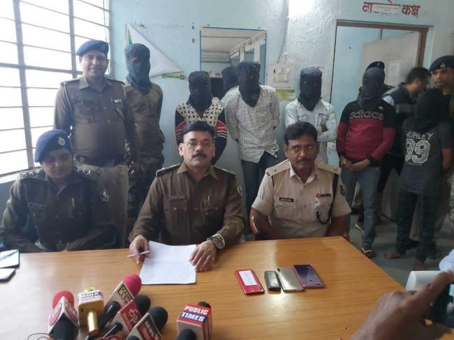 BIHAR NEWS:लूट की घटनाओं में शामिल छह युवक गिरफ्तार, तीन बाइक बरामद