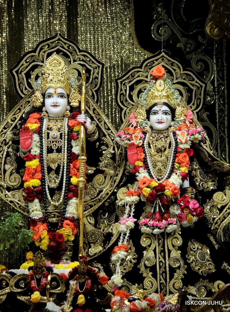 ISKCON Juhu Sringar Deity Darshan 7 Jan 2017  (29)