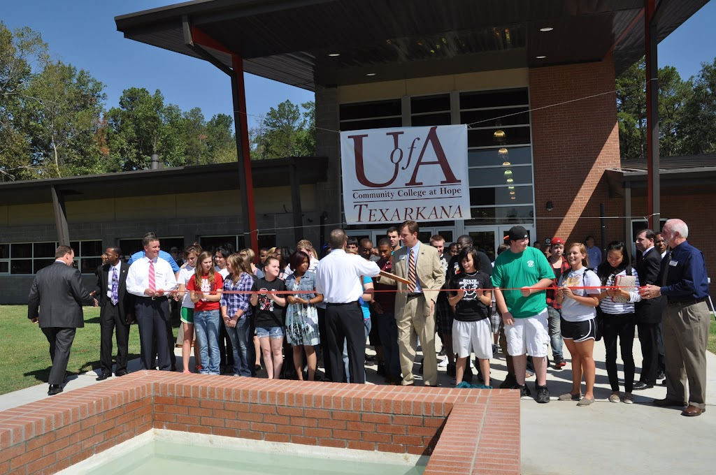 UACCH-Texarkana Ribbon Cutting - DSC_0394.JPG