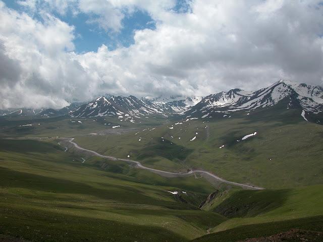Alabel Pass, 3300 m (Kyrgyzistan), 29 juin 2006. Photo : B. Lalanne-Cassou