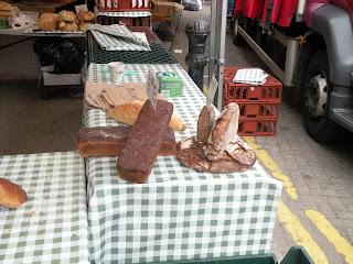 Городок Севеноукс. Рынок. Домашний хлеб.