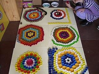 Mosaico com tampinhas