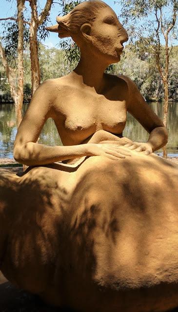 A statue in Currumbin Wildlife Sanctuary (Queensland)