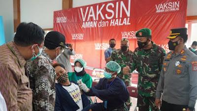 Serbuan Vaksinasi Nasional TNI Polri Kulon Progo Dipantau Langsung Forkopimda