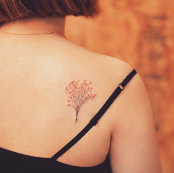 Esse pequeno bebê da respiração tatuagem