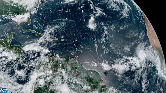 """Larry podría convertirse en un huracán """"grande y poderoso"""" hoy  viernes"""