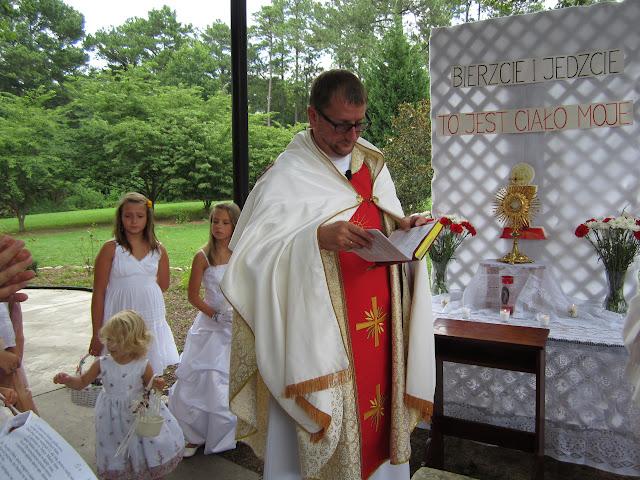 6.26.2011 Boze Cialo - procesja do 4ech oltarzy - IMG_0358.JPG
