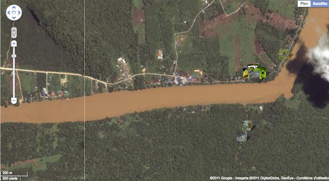 Le village de Sukau au bord de la Kinabatangan