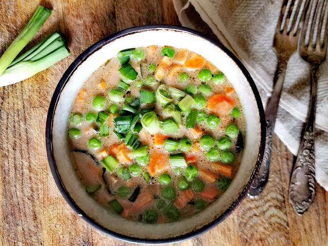 Orientalna zupa jarzynowa z mleczkiem kokosowym