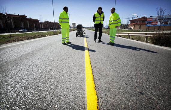 Obras para mejorar el firme de la carretera M-121 en Meco