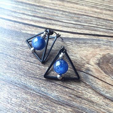 ※幾何三角形藍晶耳環※