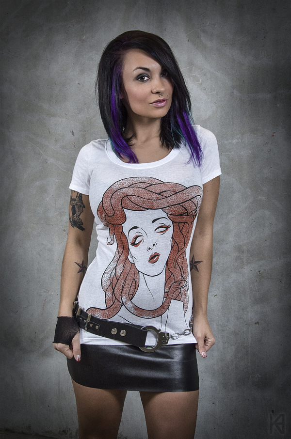 medusa shirt, chic medusa shirt, goth chic, tattoo fashion women, tattoo pinup style, morbid chic, hot topic similar, original hot topic