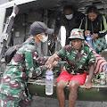 Personil TNI dari Kolakops Korem 172/PWJ Berhasil Evakuasi 3 Pengungsi Kiwirok
