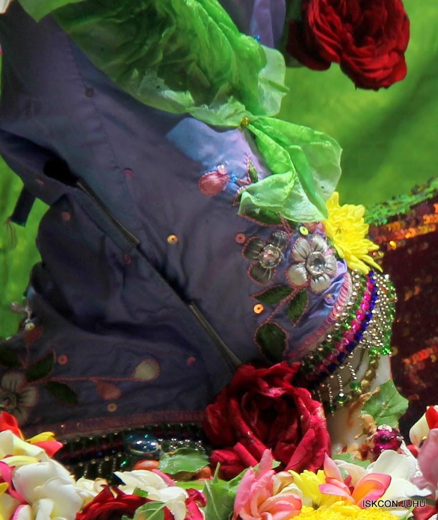 ISKCON Juhu Sringar Deity Darshan on 30th June 2016 (13)