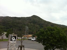 文化センターの西側駐車場。ここに車を止めて、ここからは徒歩