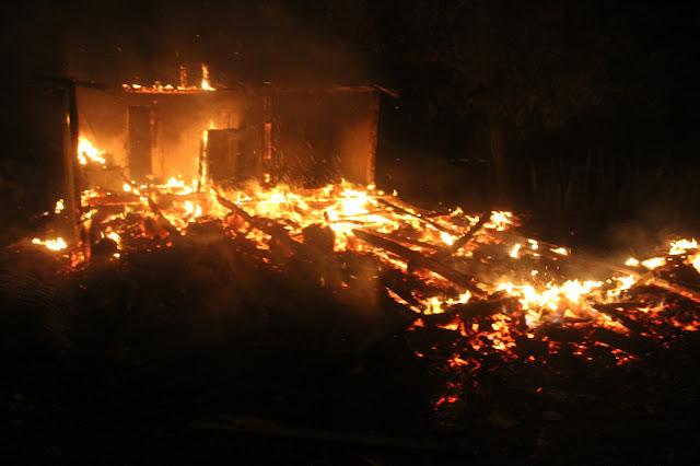 Luiziana: Casa é consumida pelo fogo. Uma mulher morreu carbonizada