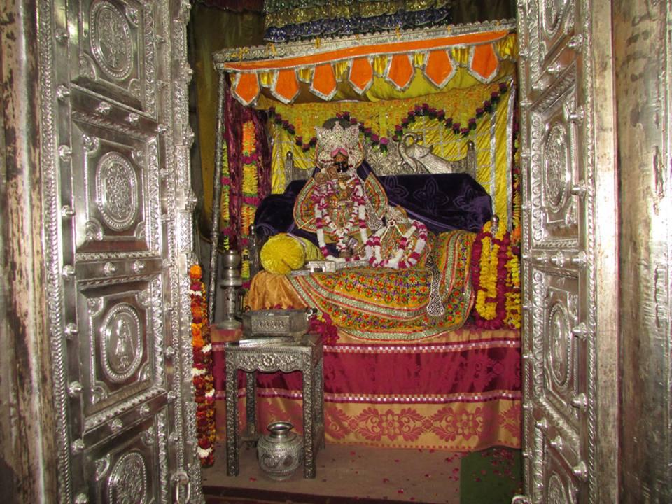 Shri Radhavallabh  Shringar Aarti Darshan 9 Jan 2016  (3)