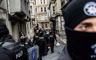 Turquie : 640 kilos d'explosifs retrouvés dans un cimetière.