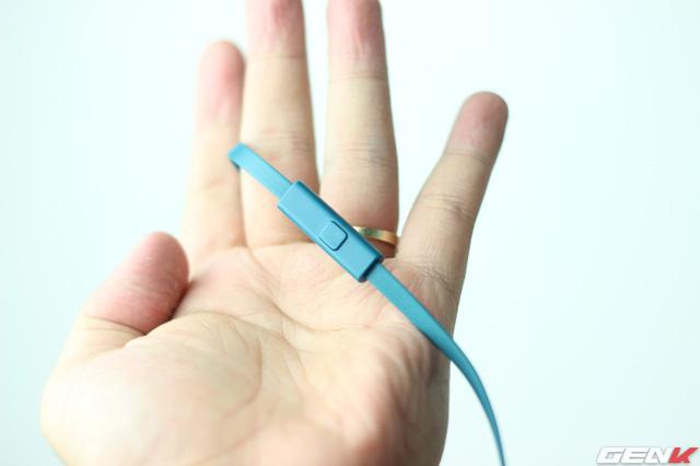MDR-100AAP sử dụng dây cáp Tangle-free tráng bạc, có tác dụng giảm nhiễu tối đa. Bên cạnh đó, dây dẹt chống rối tốt hơn và tích hợp microphone hỗ trợ người dùng nghe/gọi