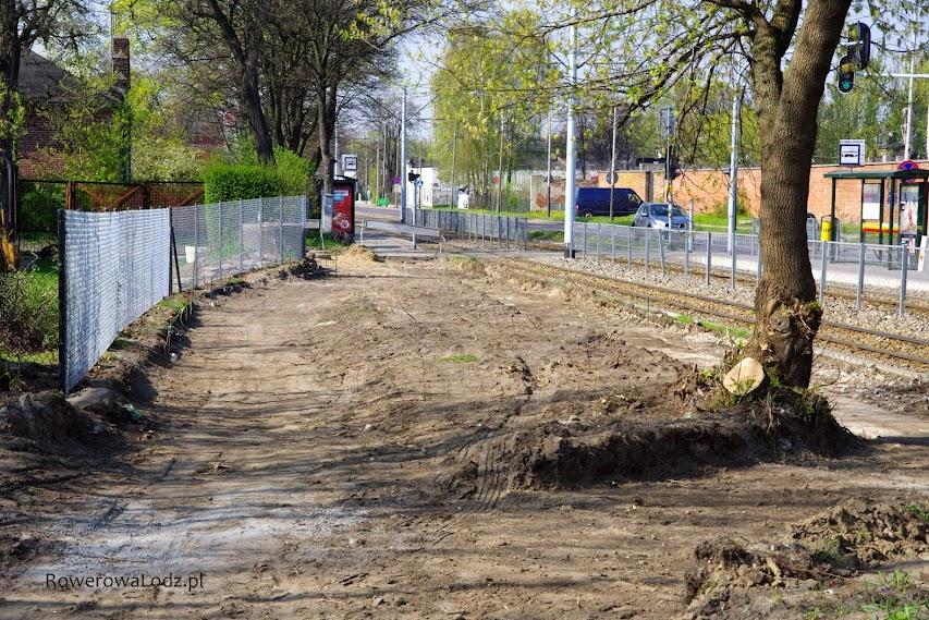 Nowa siatka ogrodzenia - droga dla rowerów pójdzie przez byłe prywatne tereny.