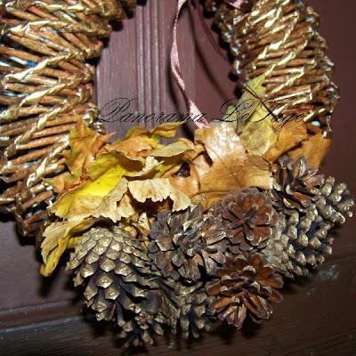 Wieniec na drzwi jesienne zimowe papierowa wiklina ozdoby do domu liście szyszki ostrokrzew Panorama LeSage