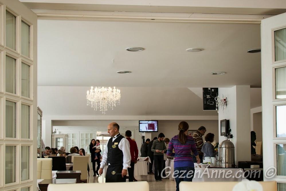 Beykoz Korusu belediye tesislerinin yemek salonu