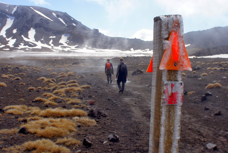 Philipp und Chris schreiten durch den South Crater