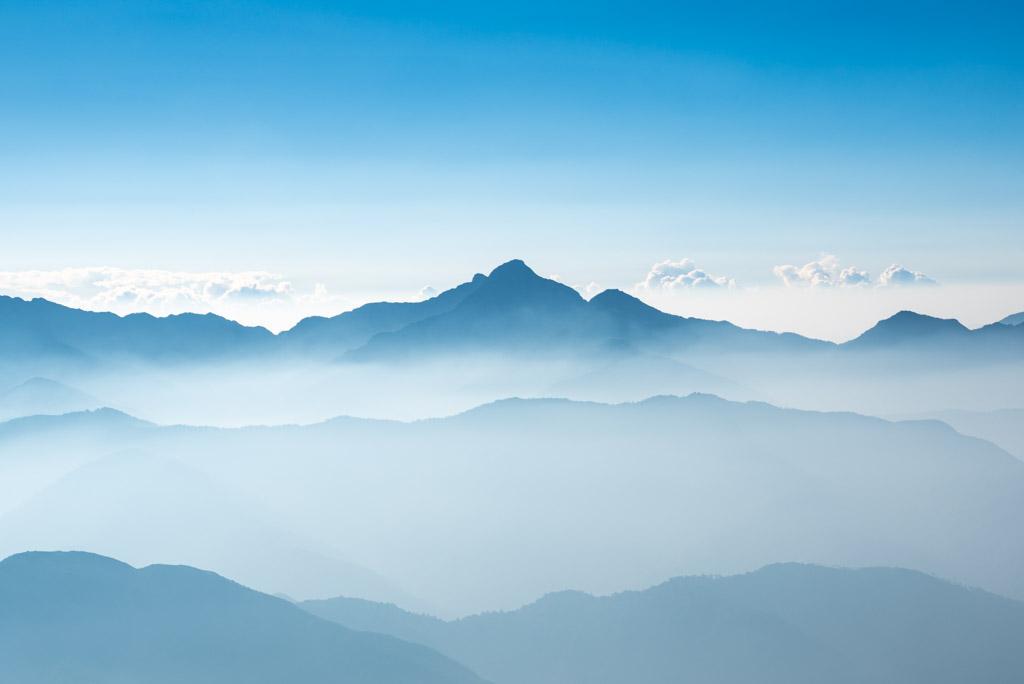 武陵四秀──騰雲駕霧的中央尖山