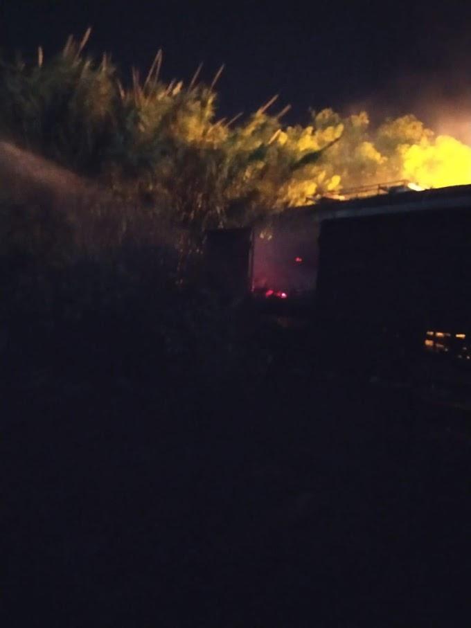 Incendio en el cañaveral pegado a la Estación Emara
