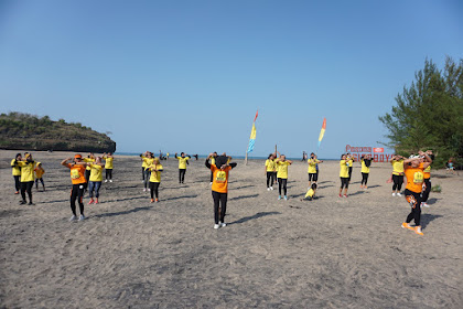 Senam Aerobic On The Beach Semarakkan Opening Ceremony WCD 2020 Di Ngiroboyo.
