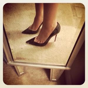 Estoy Completa - Christian Louboutin (shoe game)