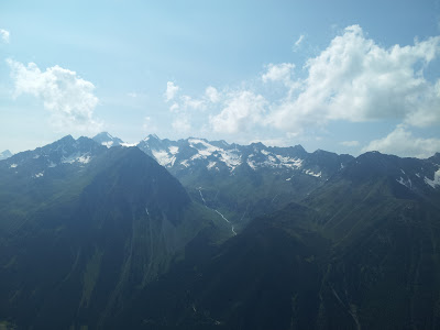Blick zur Regensburger Hütte und Ruderhofspitze (3474 m)