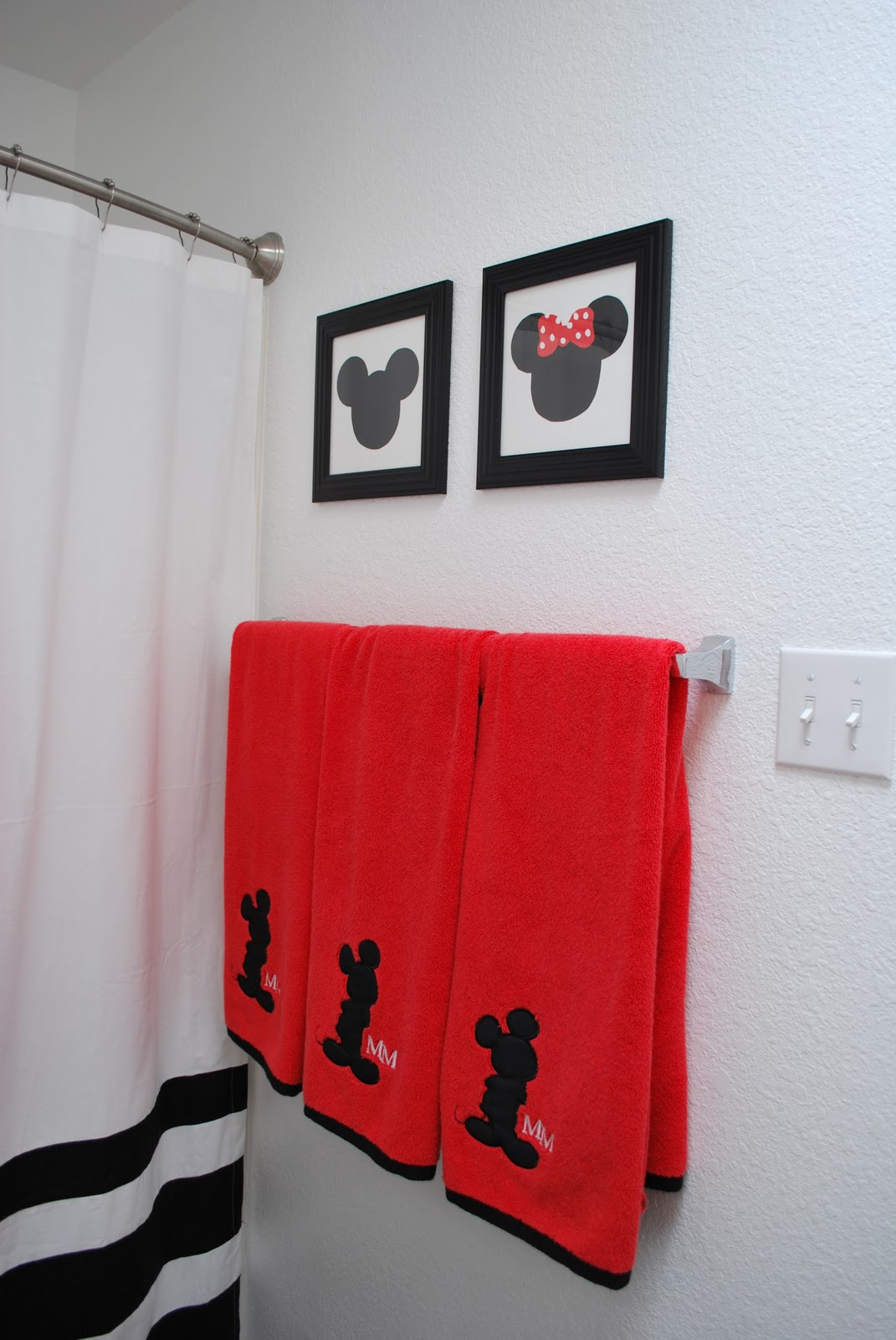 Two Crafty Housewives: Simple artwork for our kids bathroom