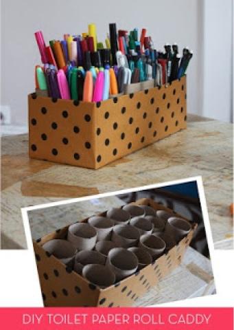 Κατασκευή με κουτί παπουτσιών και άδεια ρολά χαρτιού.