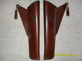 Side quivers are decorated on both side to be able to use both for left and right side