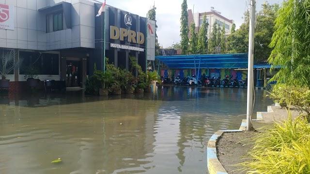Waduh, Halaman Kantor DPRD Banjarmasin Kembali Terendam
