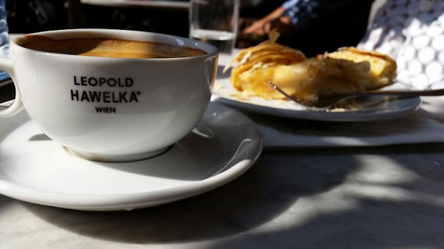 Café Hawelka, Dorotheergasse 6, 1010 Wien, Austria
