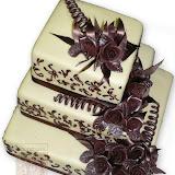 24. kép: Esküvői torták - Esküvői három szintes barna rózsás torta