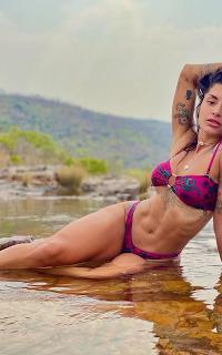 Aline Riscado se banhando no rio, sereia  de água doce
