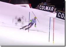 Un drone sfiora l'atleta Hirscher