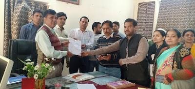 शासकीय स्नातकोत्तर महाविद्यालय में जिले के अतिथि विद्वान अनिश्चितकालीन हड़ताल पर | Shivpuri News