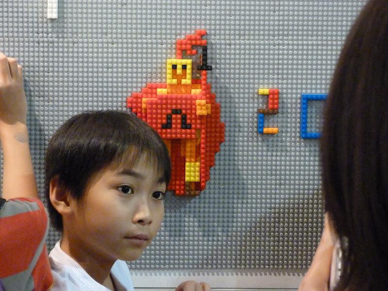 Taipei. Songshan Cultural and Creative Park. Nathan Sawaya. LEGO - P1230061.JPG