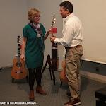 Javier García Moreno con Pilar Gisbert, Customer Relations de Guitarras Alhambra.