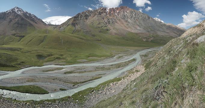 Grandiose Bergkulisse im Üch Emcheek Tal