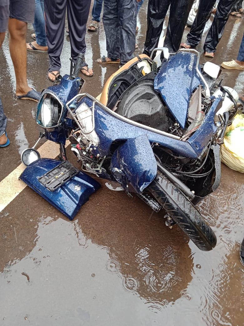 Mangalore: ಡಿವೈಡರ್ ಹಾರಿ ಬಂದು ಸ್ಕೂಟರ್ಗೆ ಢಿಕ್ಕಿ ಹೊಡೆದ ಕಾರು: ತಾಯಿ ಮೃತ್ಯು, ಮಗಳು ಗಂಭೀರ