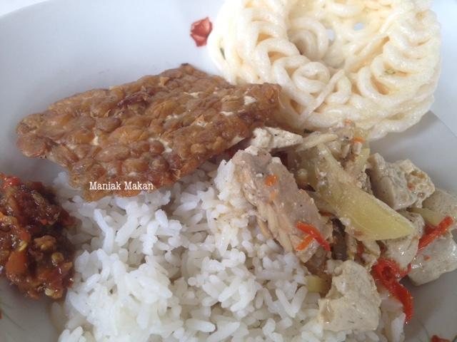 maniak-makan-rumah-makan-sederhana-kampung-sewu-solo-nasi-sayurlodeh-tempegoreng-sambelbawang