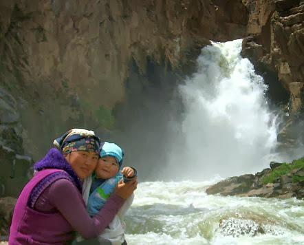 Wasserfall am Fuß des Terskei-Torpok
