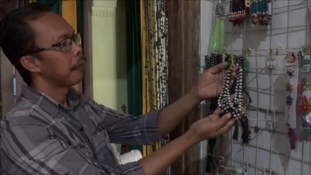 Jelang Musim Haji Omzet Perajin Tasbih di Jombang Naik Drastis