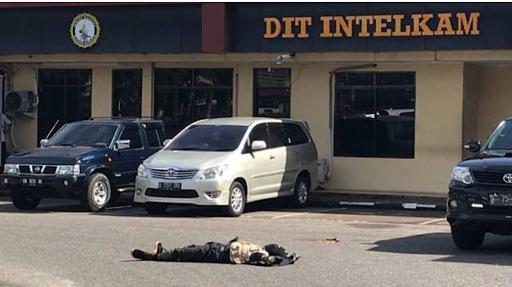 Teroris Serang Mapolda Riau,Satu Orang Tewas Ditembak
